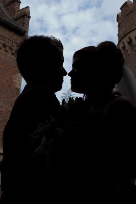 ein paar die sich die hände halten-thema eheberatung-zitat-Eine gute Ehe beruht auf den Talent zur Feundschaft.-Friedrich Nietsche